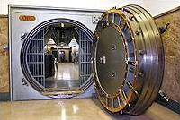 ultima puerta acorazada, de 8 toneladas de peso, tras la que se encuentra la Camara del Oro